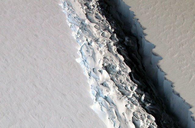 NASA captures disturbing image of Antarctic ice rift